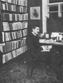 К. Чуковский в своем кабинете в финской Куоккале (1910-е годы)