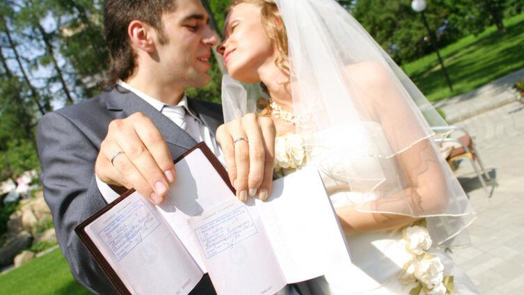 Брак или отношения? Волшебная сила штампа