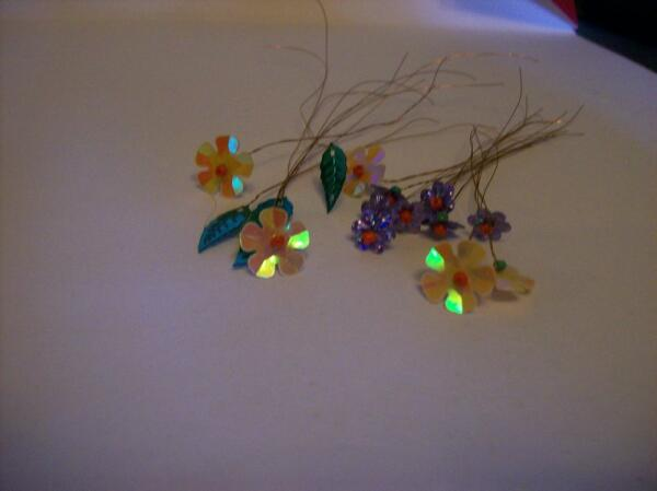 Цветы и листья из пайеток