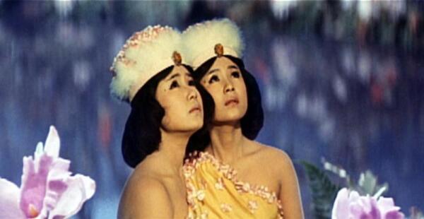 В фильмах про Годзиллу и Мотру сестры Ито сыграли этаких феечек, имеющих с Мотрой телепатическую связь