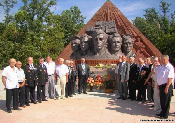 В Ирмино открывают монумент Стахановского движения.