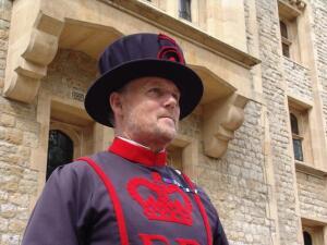 Как несли караульную службу стражники Лондонского Тауэра?