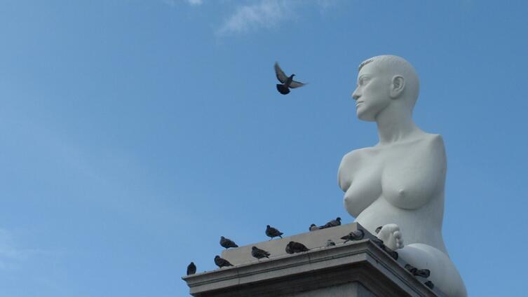 Скульптура беременной, Лондон