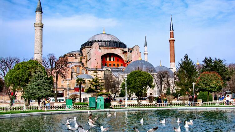 Храм Святой Софии - одна из самых впечатляющих построек в Константинополе