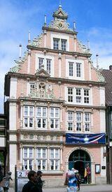 Городской музей Хамельна с неизменной крысой у входа