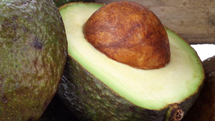 Как есть авокадо?