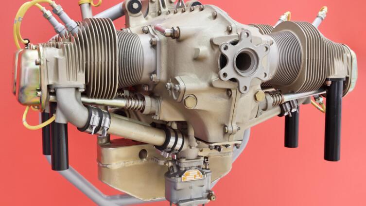 Кто изобрёл двигатель внутреннего сгорания?