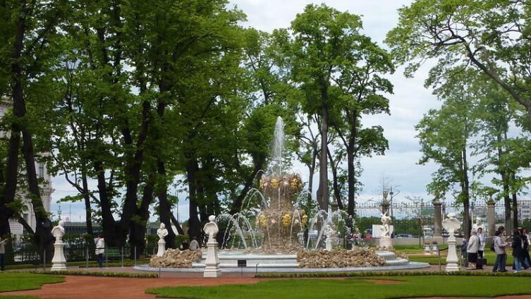 Парадный или Французский партер с Коронным фонтаном