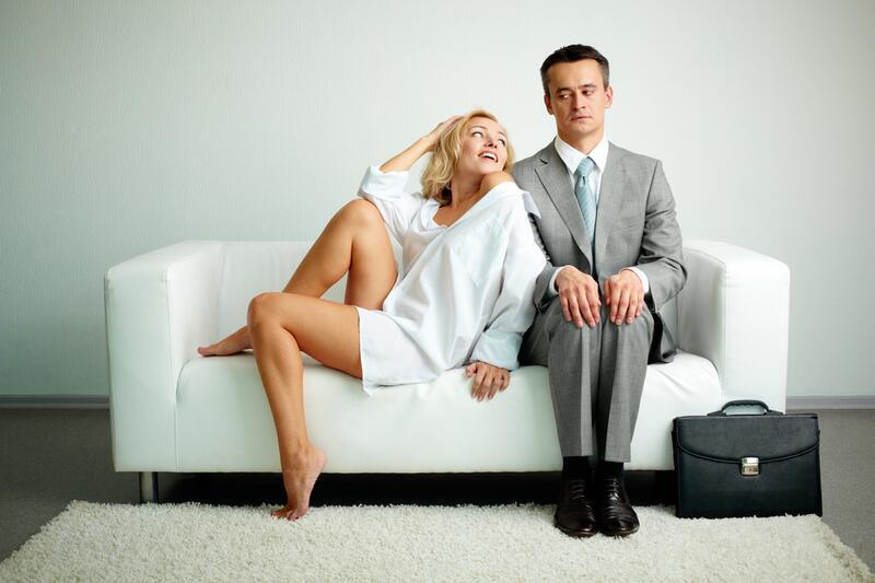 парень с девушкой после свадьбы одни дома фото