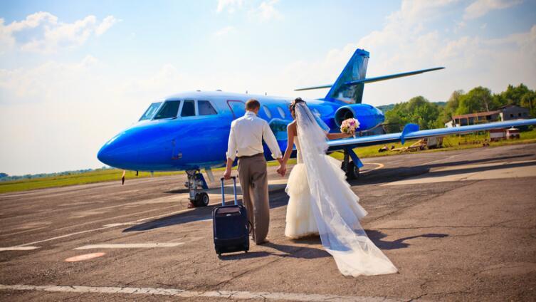 Не доверить ли жениху подготовку свадьбы?