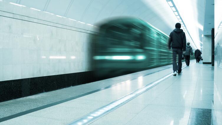 Что делать, если ты упал на рельсы в метро?