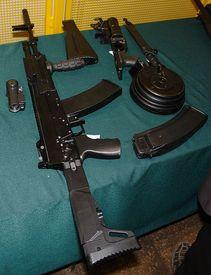 Фотография АК-12 с возможными вариантами питающих магазинов и навесного оборудования (презентация)
