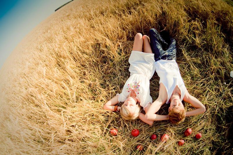 Фото как девушка полезла к мужчине в штаны фото 657-961