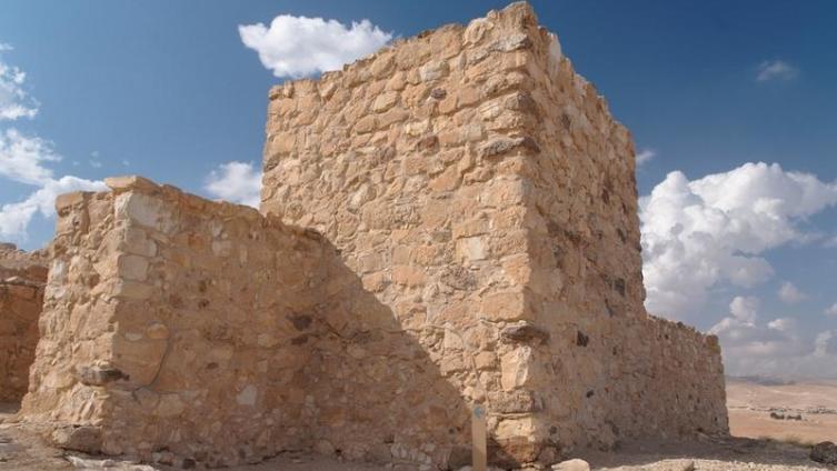 Тель-Арад. Что скрывается под курганами в пустыне?