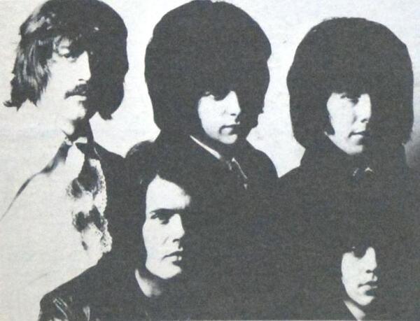 На фото с обложки альбома