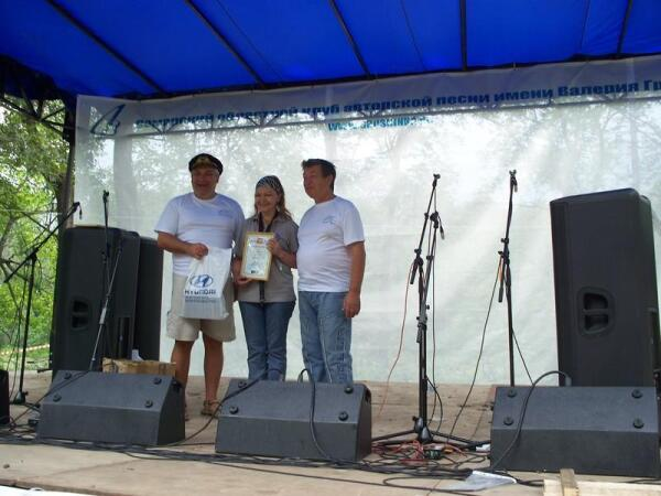 Награждение победителей интернет-конкурса. Слева направо: Эдуард Филь, Инна Труфанова, Борис Есипов