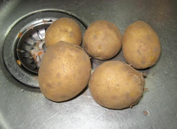 Пяток картошин, как правило, в доме всегда есть