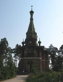 В архитектурном облике церкви присутствуют и элементы такого стиля, как готика