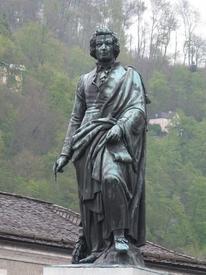 Памятник  В. А.Моцарту в Зальцбурге