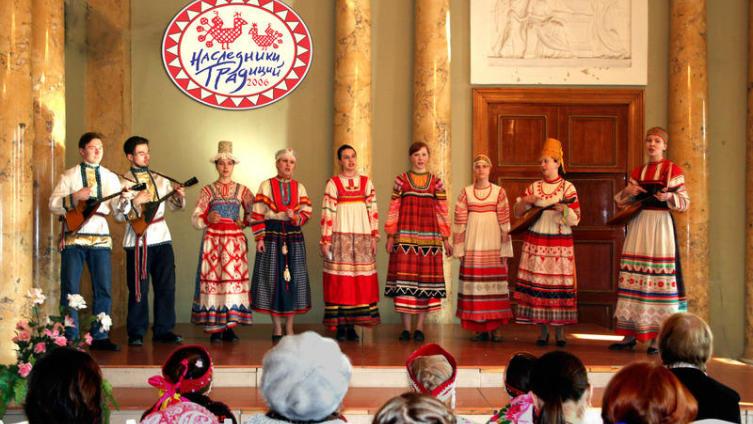 Выступление «Берегини» на Первом фольклорном фестивале «Наследники традиций» (дизайн логотипа - В. Журавлёв)