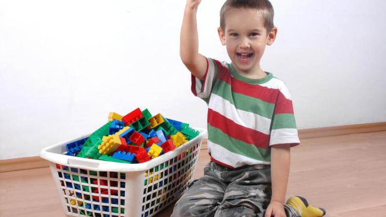 Как заставить ребенка убирать игрушки?