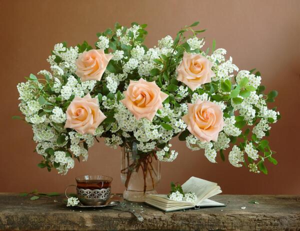 Как сохранить в вазе розы