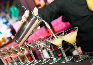 Как организовать коктейльную вечеринку?