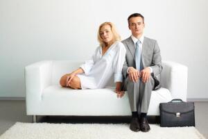 Как обычно развиваются человеческие отношения? Конкуренция или близость