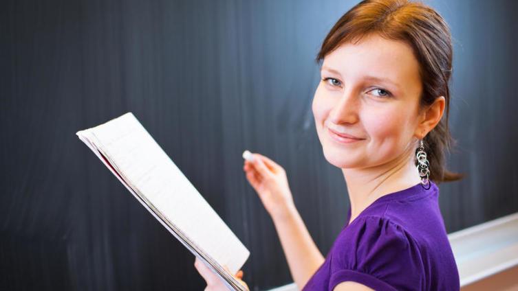 Почему рейтинг профессии учителя  упал ниже плинтуса?