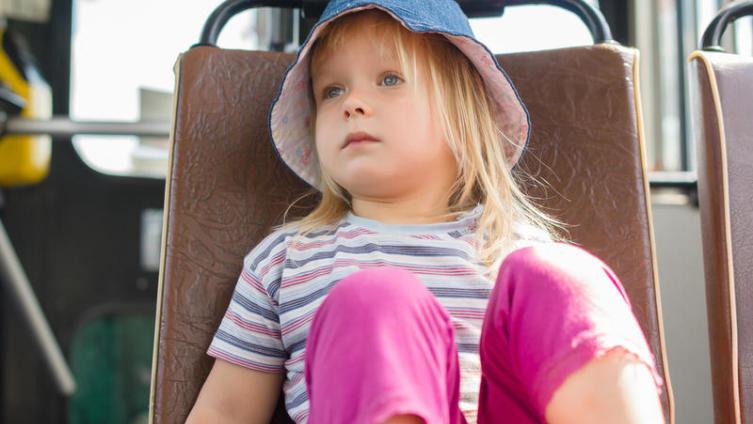 Чем увлечь ребёнка, скучающего в транспорте?