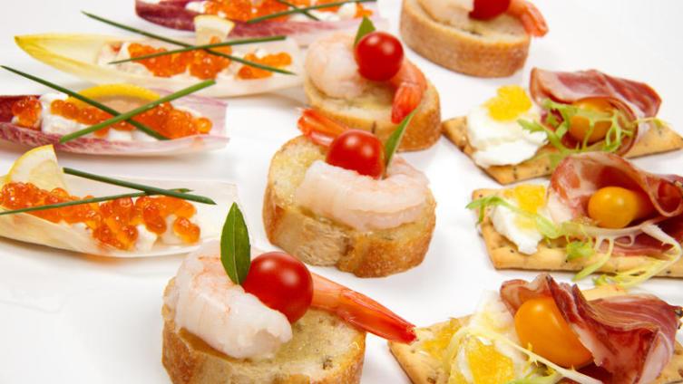 Чем угостить неожиданно нагрянувших гостей? Быстрыми холодными закусками!