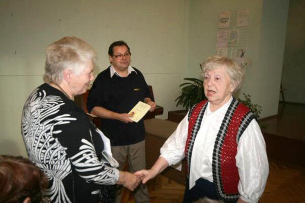На Дне Ингрии в Стрельне в 2008 г. встретились ижорка из Большой Ижоры и ингерманландка из Петербурга
