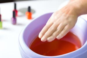 Как лечить обветренные руки?