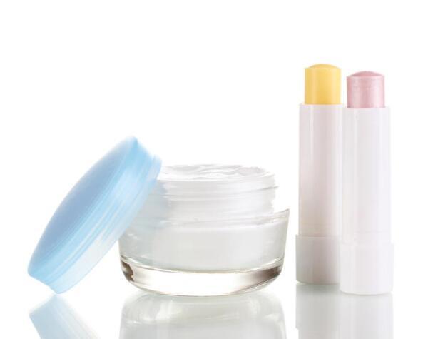 Как лечить потрескавшиеся губы?