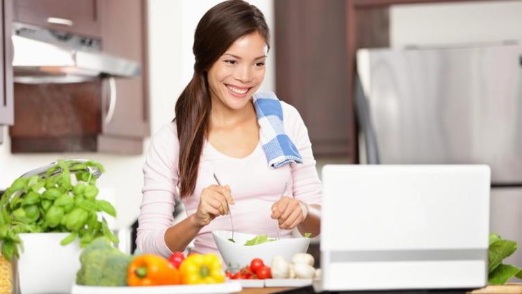 Как научиться быть правильной домохозяйкой и не потерять свое лицо?
