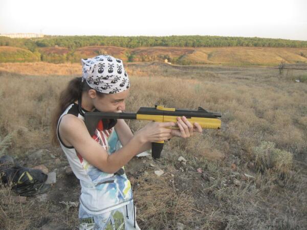 Моя дочь. Тоже фанатка стрельбы...