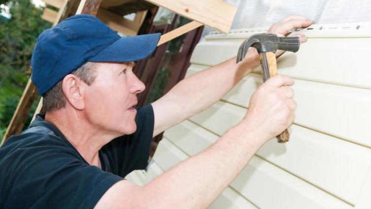 Как правильно утеплить дом, обшитый сайдингом?