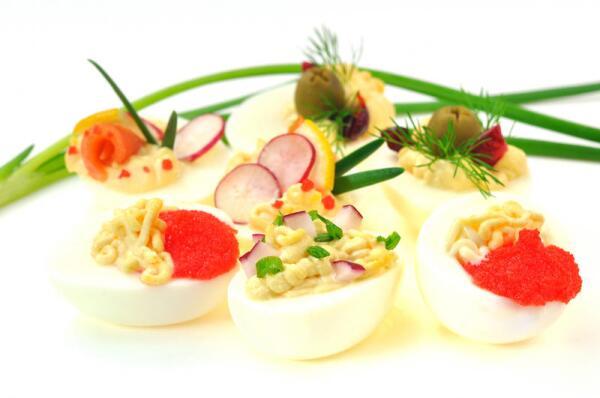Фаршированные яйца: как разнообразить начинку?