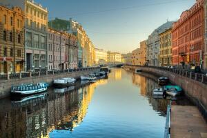На скольких островах стоит Петербург?