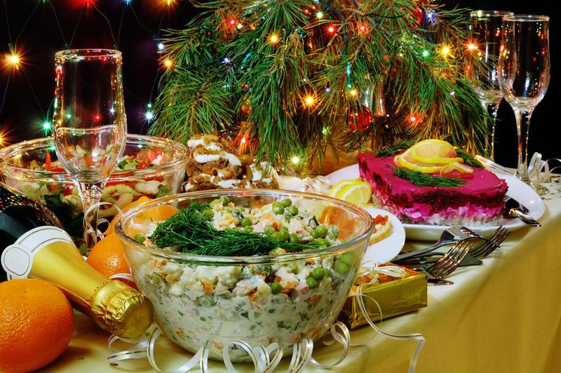 К новогоднему столу салаты