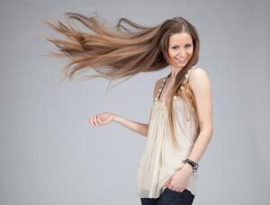 Поврежденные, ломкие, секущиеся волосы: как сделать их здоровыми и красивыми?
