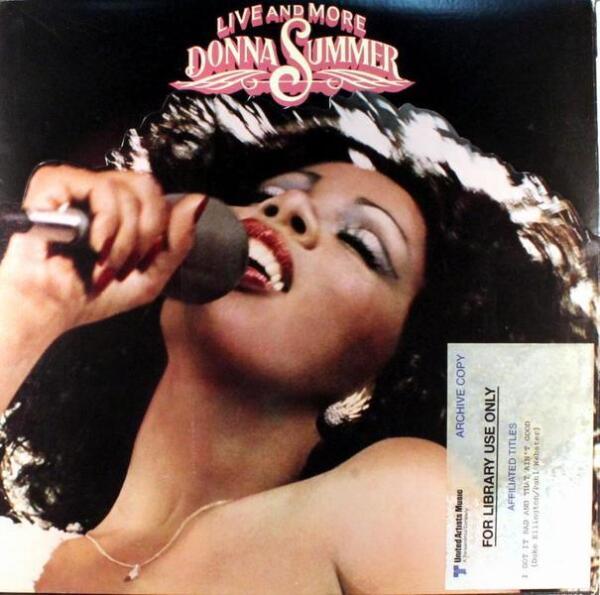 Донна Саммер родилась 31 декабря 1948 г. в бедной негритянской семье Бостона