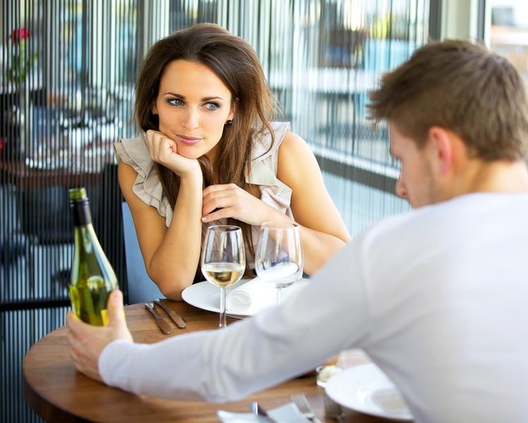 мужчина свидание не на сайт знакомств зовет
