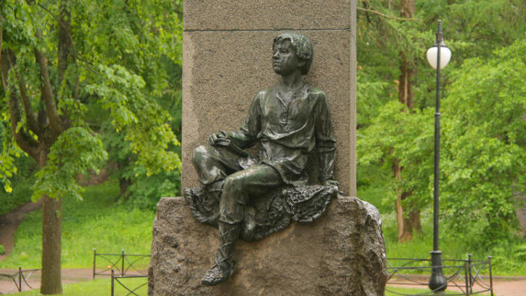 Юный Ломоносов. Фрагмент памятника скульптора Г. Гликмана