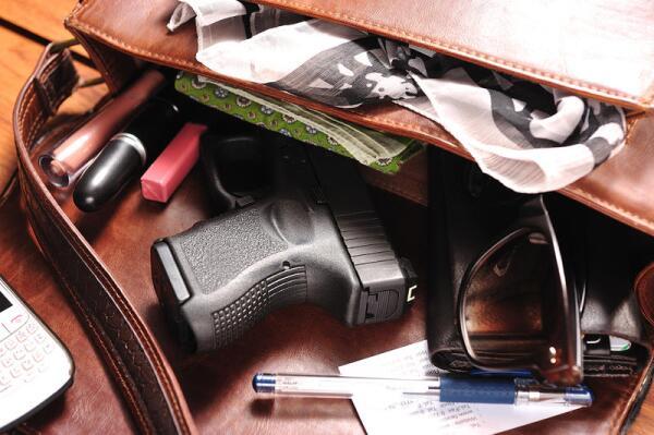 Kel-Tec SUB 2000. Почему этот пистолетный карабин для путешественников называют «раскладушкой»?