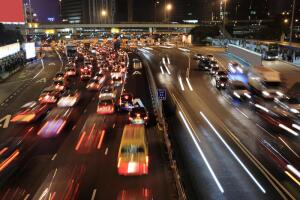 Что выбрать для передвижения по городу - общественный транспорт или личный автомобиль?