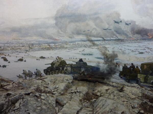 Средняя часть полотна диорамы - переправа танков, бой, пожары...
