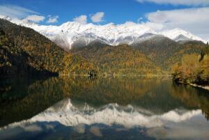 Самое известное озеро Абхазии? Конечно же Рица!