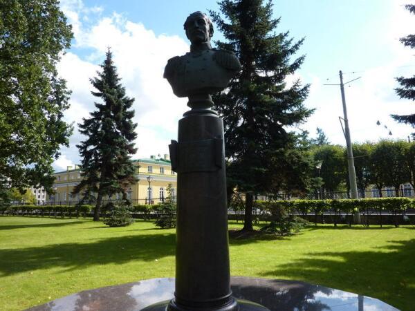Памятник П.И. Палибину, автору проекта Петербургского водопровода.