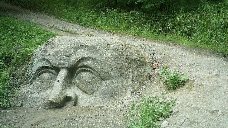 Эта скульптура из парка Сергиевка в Петергофе вдохновила Пушкина на образ гигантской богатырской головы